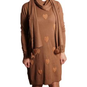 Дамска спортна рокля 018-317-52 на сърца с шал цвят кафяв