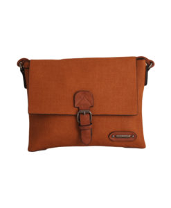 Дамска чанта 01-17-164-65 малка цвят кафяво с кафяви акценти Спортна, малка дамска чанта с дълга дръжка. Ефектна и стилна комбинация на цветове - цвят теракота с кафяво.